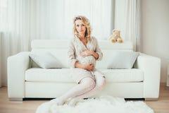 Een zwangere vrouw Royalty-vrije Stock Afbeeldingen