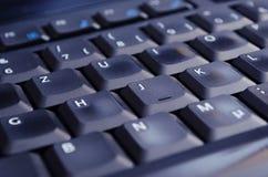 Zwart toetsenbord dat door het scherm lage hoek wordt verlicht Stock Fotografie