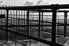 Een zwart-wit abstract beeld van parallelle lijnen Stock Foto