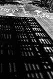 Een zwart-wit abstract beeldhoogtepunt van schaduwen en licht Royalty-vrije Stock Afbeelding