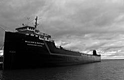 Een zwart-wit schot van het Stoomschip William G mather stock foto