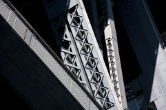 Een zwart-witte brug Stock Fotografie