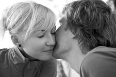 Een zwart-witte kus, Royalty-vrije Stock Afbeeldingen