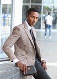 Een zwarte mannelijke bedrijfsmens royalty-vrije stock foto