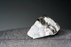 Een zwarte rots die hoofdzakelijk uit koolstof bestaat en in hoogste kwaliteit gefotografeerd royalty-vrije stock afbeeldingen