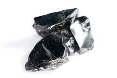 Een zwarte rots die hoofdzakelijk uit koolstof bestaat en in hoogste kwaliteit gefotografeerd stock fotografie
