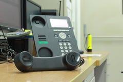 Een zwarte telefoon Stock Afbeelding