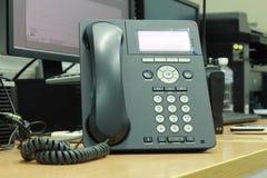 Een zwarte telefoon Royalty-vrije Stock Afbeeldingen
