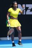 Eenentwintig keer Grote Slagkampioen Serena Williams in actie tijdens haar kwart definitieve gelijke bij Australian Open 2016 Stock Foto