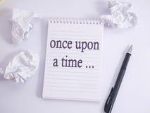 Eens, verhaal die motieven inspirational citaten vertellen stock afbeelding
