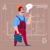 Eenvormig Dragen van With Light Bulb van de beeldverhaalbouwer en van Achtergrond Over Abstract Plan van de Helmbouwvakker Mannet Stock Illustratie