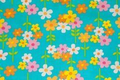 Eenvoudig bloemenpatroon op blauwe achtergrond Stock Foto