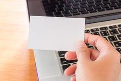 Eenvoudig freelance het werklijst met laptop Stock Afbeeldingen