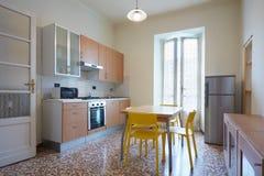 Eenvoudig keukenbinnenland royalty-vrije stock foto's