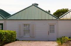 Eenvoudig plattelandshuisje/botenhuis Stock Fotografie