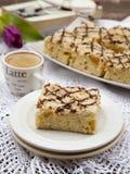 Eenvoudige cake en een kop van koffie Stock Foto's