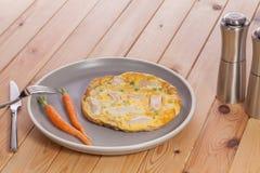 Eenvoudige gezonde low-calorie slankere maaltijd Kippenomelet met B royalty-vrije stock afbeelding