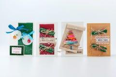 Eenvoudige goedkope Kerstmispakketten voor gift het verpakken stock foto