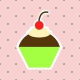 Eenvoudige Kleurrijke Cupcake op Roze Achtergrond met Stippen Royalty-vrije Stock Afbeelding