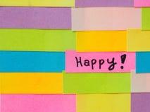 Eenvoudige korte die berichten op kleurrijke kleverige nota's worden geschreven Stock Afbeeldingen