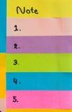 Eenvoudige korte die berichten op kleurrijke kleverige nota's worden geschreven Om Li te doen Royalty-vrije Stock Foto's