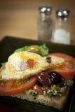 Eenvoudige ontbijtsandwich Stock Afbeeldingen