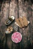 Eenvoudige, smakelijke snack en alcohol Stock Foto