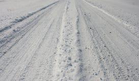 Eenvoudige sneeuwautosporen - landschap Stock Afbeeldingen