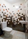 Eenvoudige toiletruimte Stock Foto