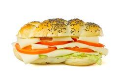 Eenvoudige vegetarische sandwich op witte achtergrond Stock Afbeelding