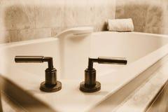Eenvoudige Witte Badkuip royalty-vrije stock afbeelding