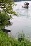 Eenzaam huis op de rivier Drina stock afbeelding