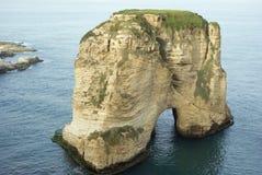 Eenzaam rotsachtig verlaten eiland Royalty-vrije Stock Foto