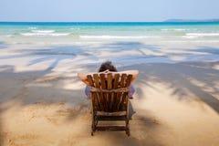Eenzaam strand stock foto's