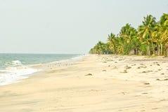 Eenzaam strand in Zuid-India Stock Foto's