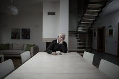 Eenzaamheid in een groot huis Stock Afbeeldingen