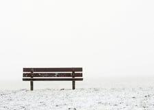 Eenzame bank Stock Afbeeldingen