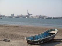 Eenzame en verlaten boot Stock Fotografie