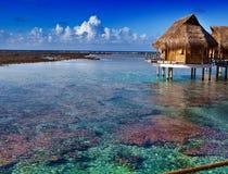 Eenzame hut bij de oneindige oceaan Royalty-vrije Stock Foto's