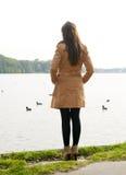 Eenzame jonge vrouw stock foto's
