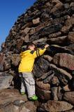 Eenzame jongen op het gebied Royalty-vrije Stock Foto