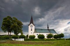Eenzame kerk op het gebied Stock Afbeelding