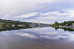 Eenzame Liftbrug royalty-vrije stock fotografie