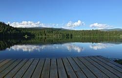 Eenzame meer en bergen Stock Foto
