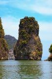 Eenzame rots in de provincie van Krabi, Thailand Stock Fotografie