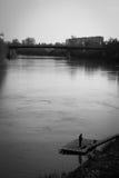Eenzame visser op rivier Mures Stock Afbeelding