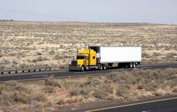Eenzame vrachtwagenchauffeur Stock Afbeeldingen