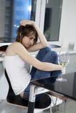 Eenzame vrouw in stad Royalty-vrije Stock Foto