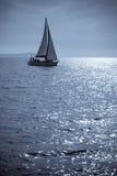 Eenzame Zeilboot Royalty-vrije Stock Foto's