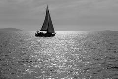 Eenzame Zeilboot Royalty-vrije Stock Foto